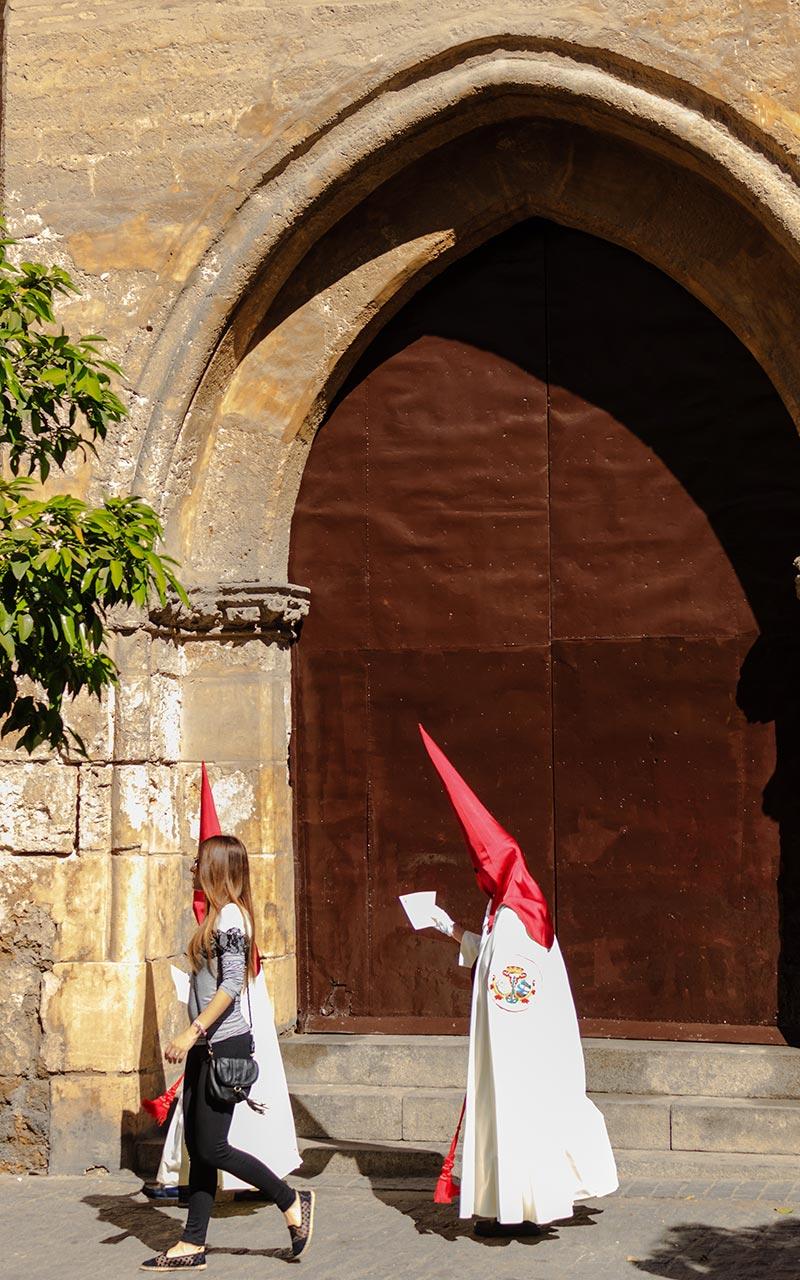 Nazareno de La Lanzada camino de la iglesia