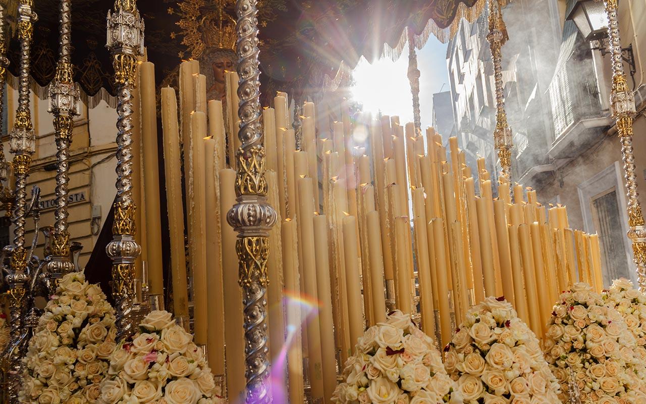 Palio de la Virgen del Buen Fin entrando en Alberto Lista