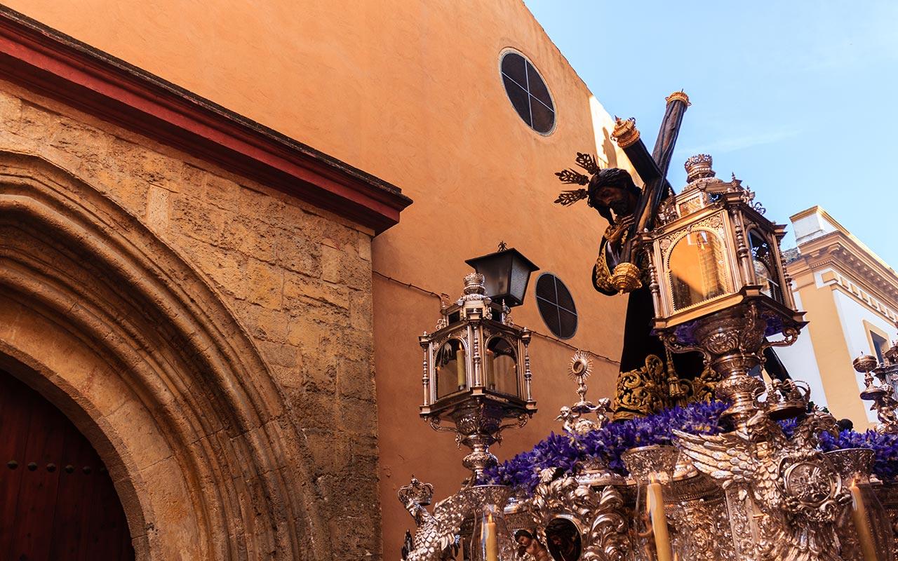 Paso del Cristo de la Divina Misericordia por San Vicente