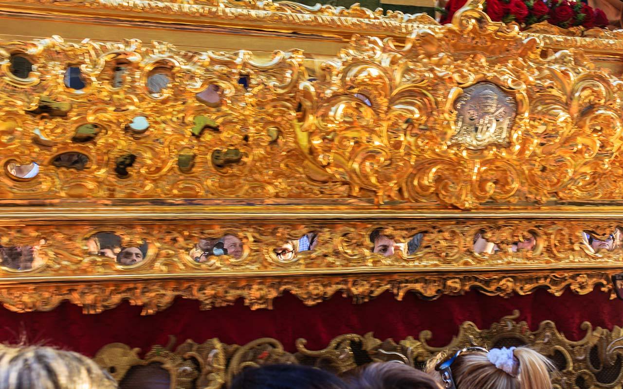 Detalle de los espejitos del paso del Cristo de la Coronación de Espinas