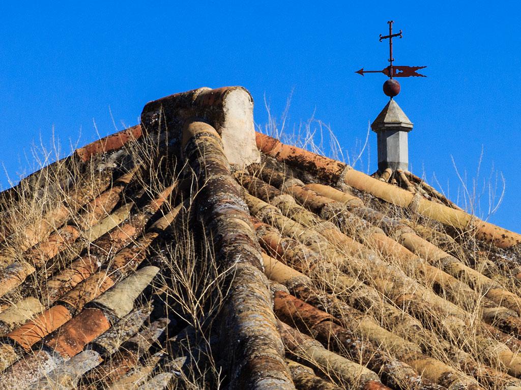 Tejas con veleta. Desde Omnium Sanctorum, 2013 ©Flivillegas