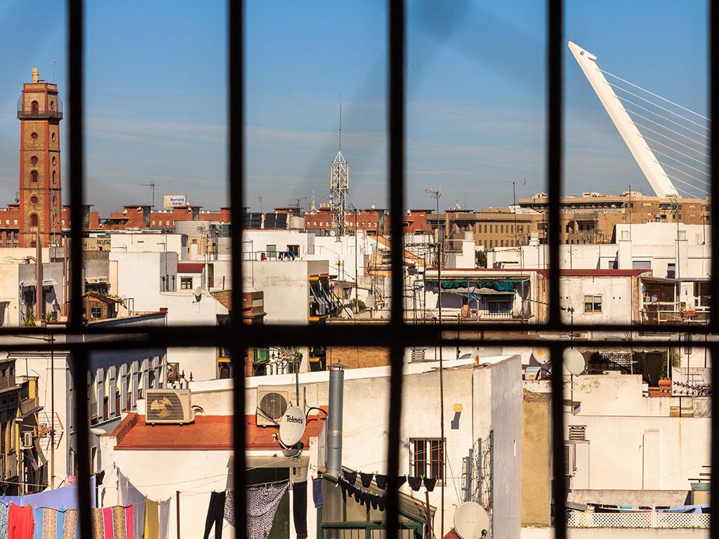 Vista de la Torre de los Perdigones y Puente del Alamillo