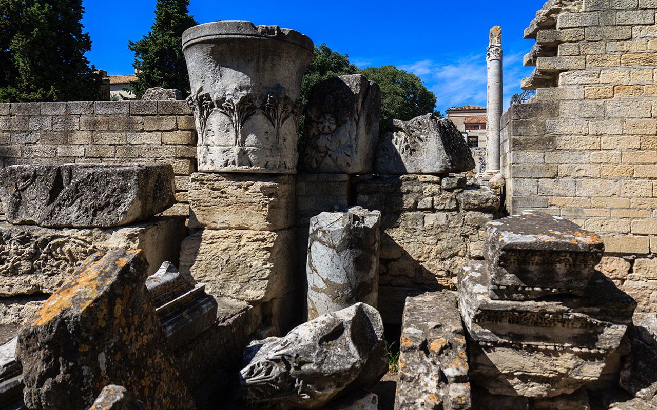 Un puzzle con historia. Ruinas del Teatro romano de Arles, 2013 ©Flivillegas