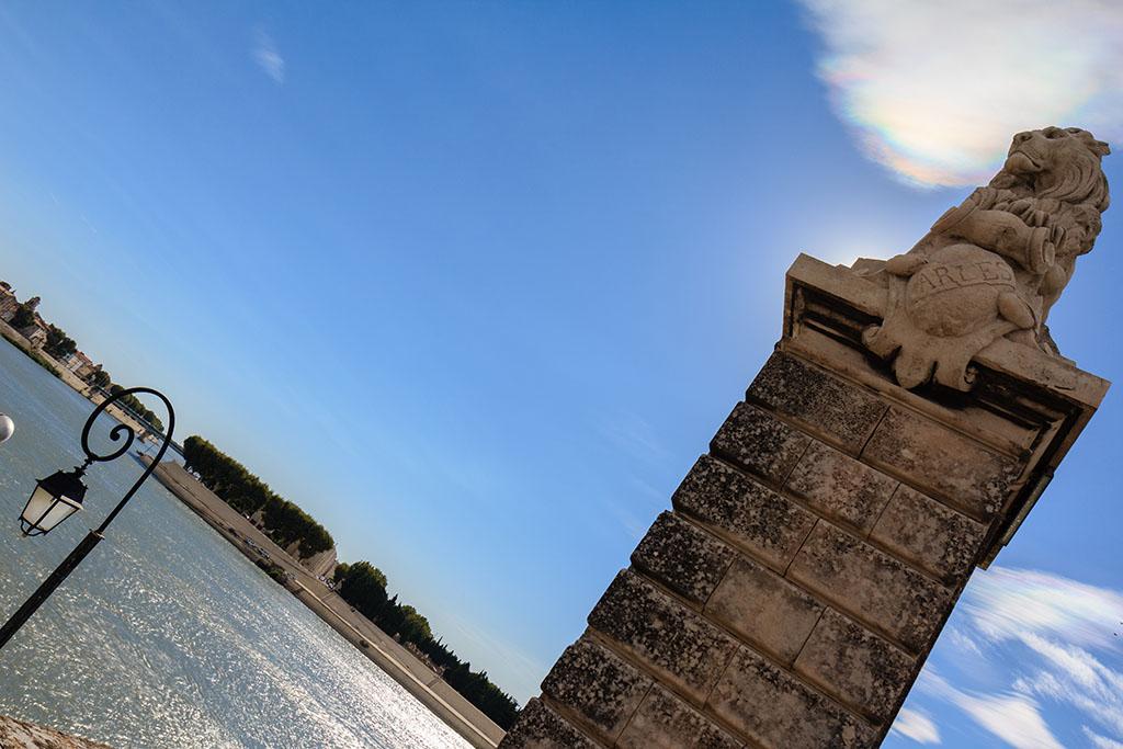 El león y la nube arcoirisada. Arles, 2013 ©Flivillegas