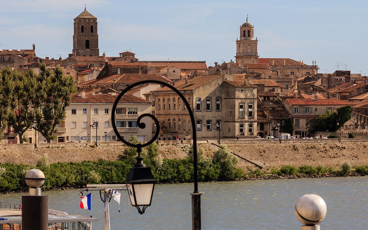 La ciudad y su río. Arles, 2013 ©Flivillegas