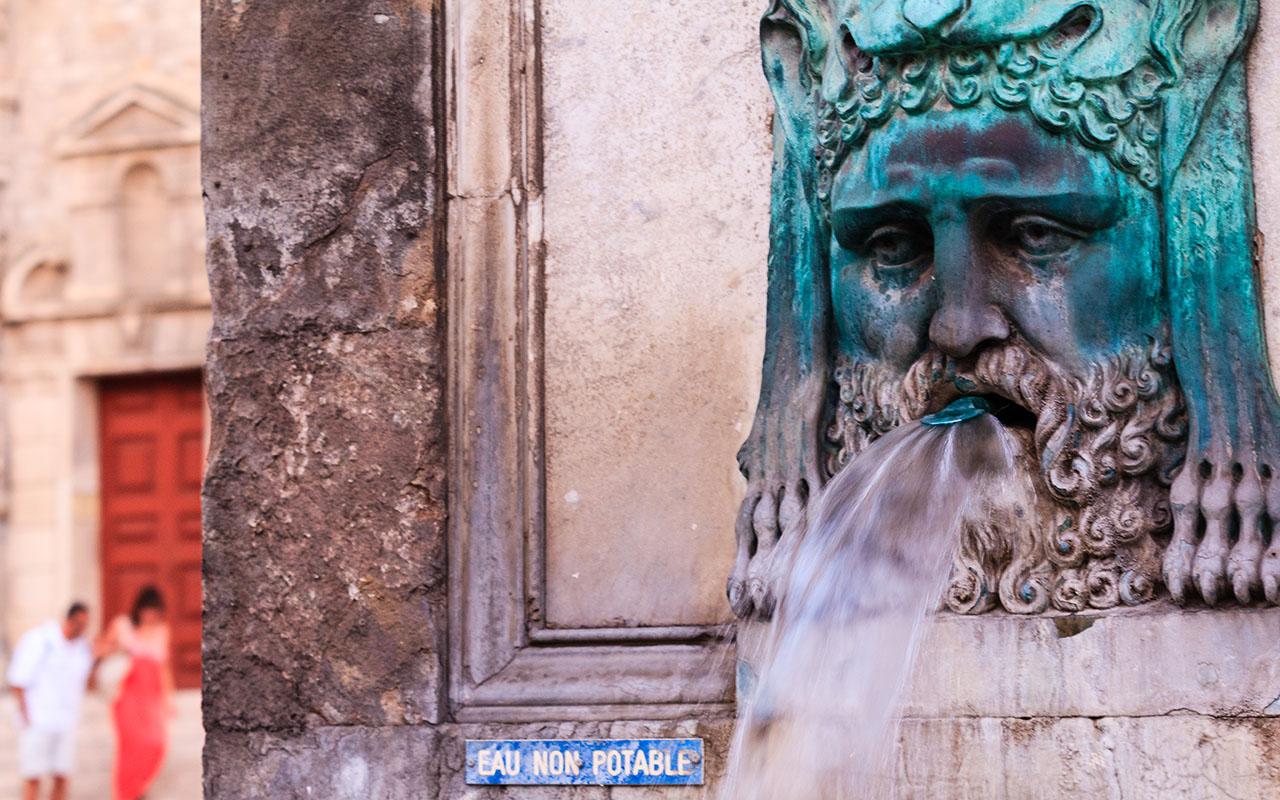Agua va. Arles, 2013 ©Flivillegas