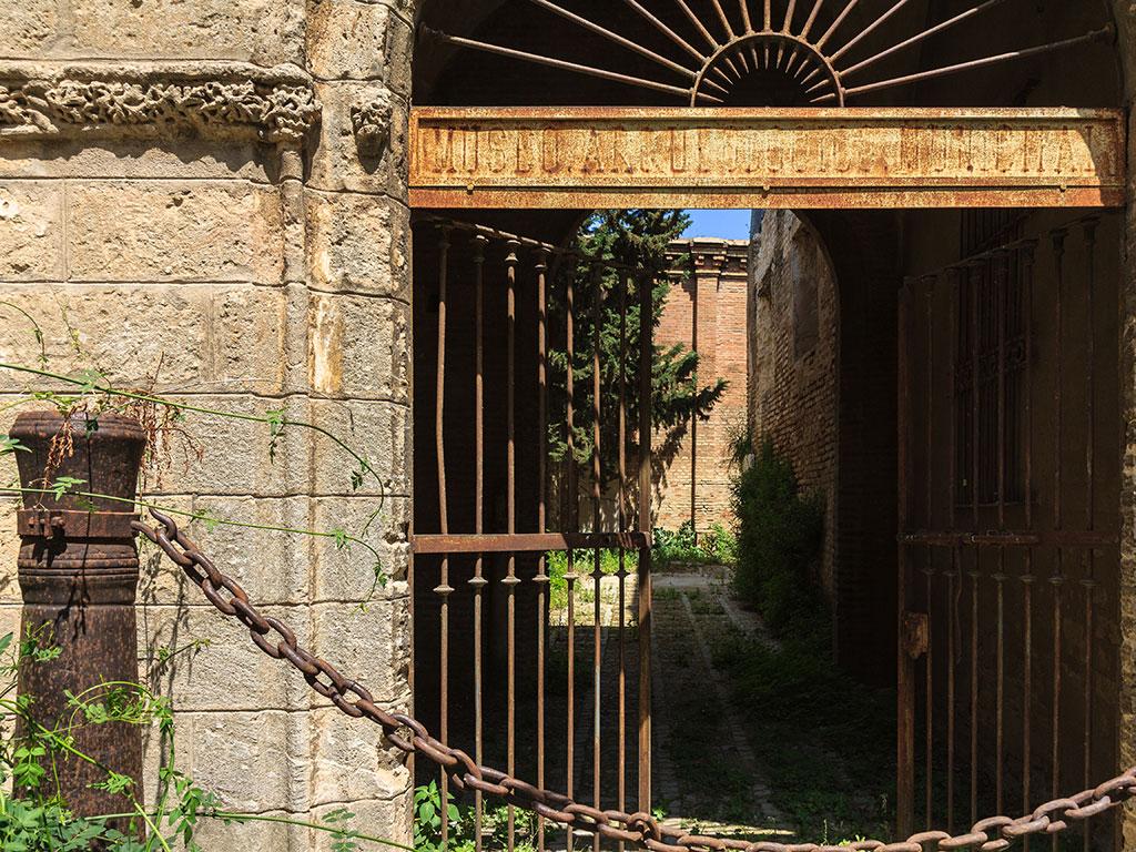Antiguo Museo Arqueológico Municipal de Sevilla en el Monasterio de Santa Clara