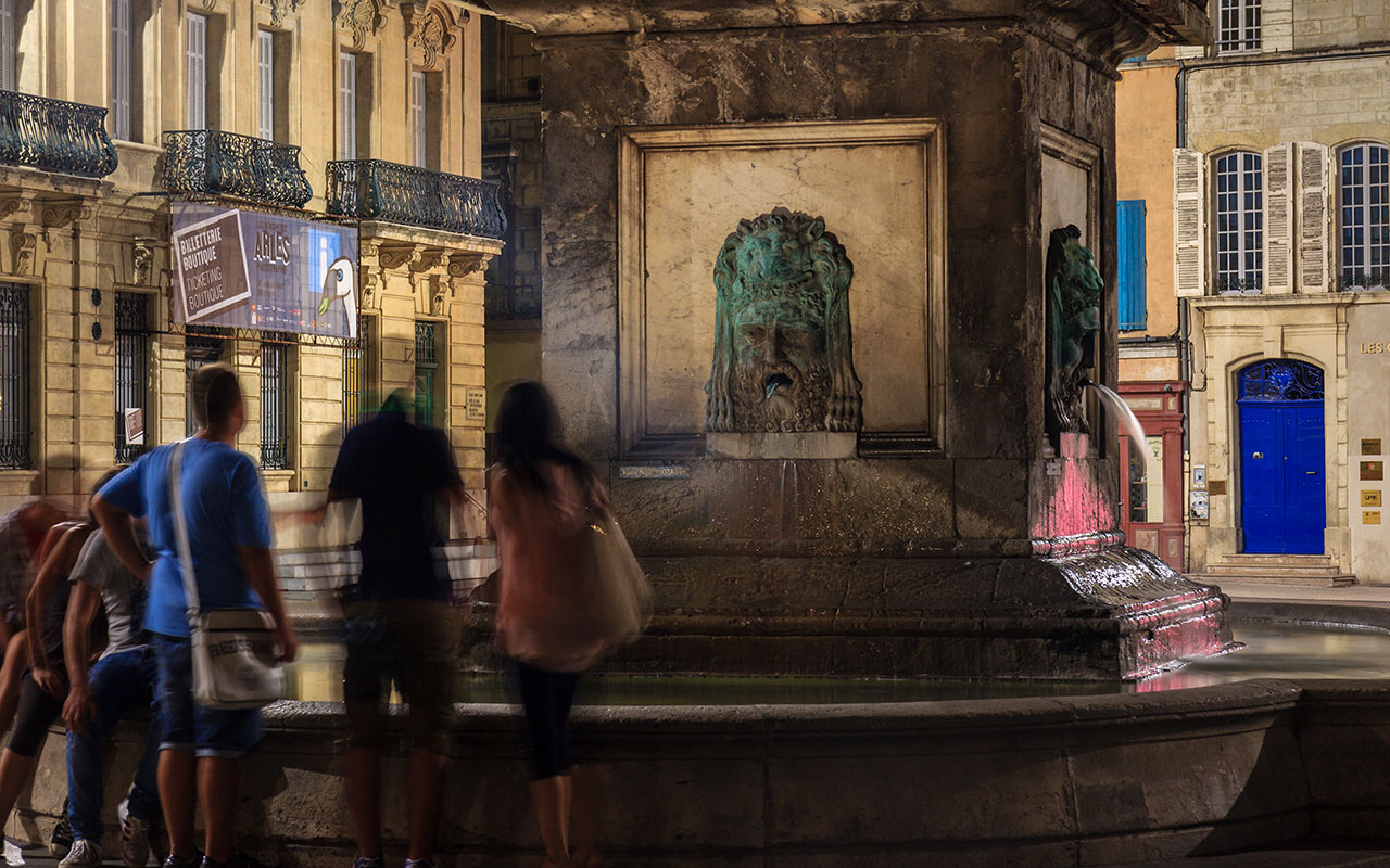 Fuente de la plaza de Arles