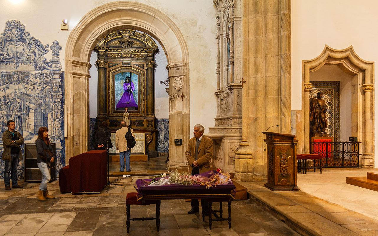 Viernes Santo en la Igreja de Santa Cruz, 2014 ©Flivillegas