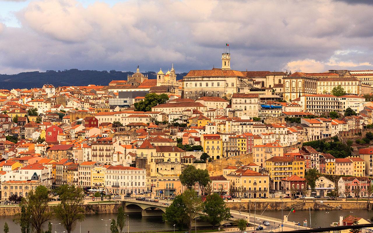 La pirámide urbana. Coimbra, 2014 ©Flivillegas