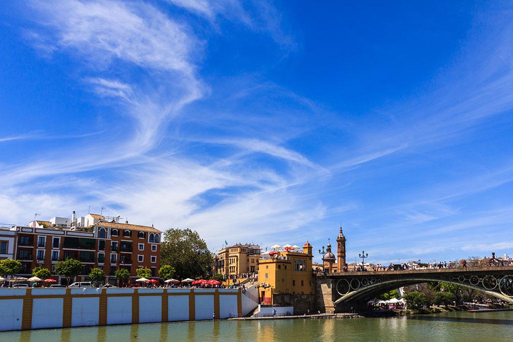 Triana desde el río Guadalquivir