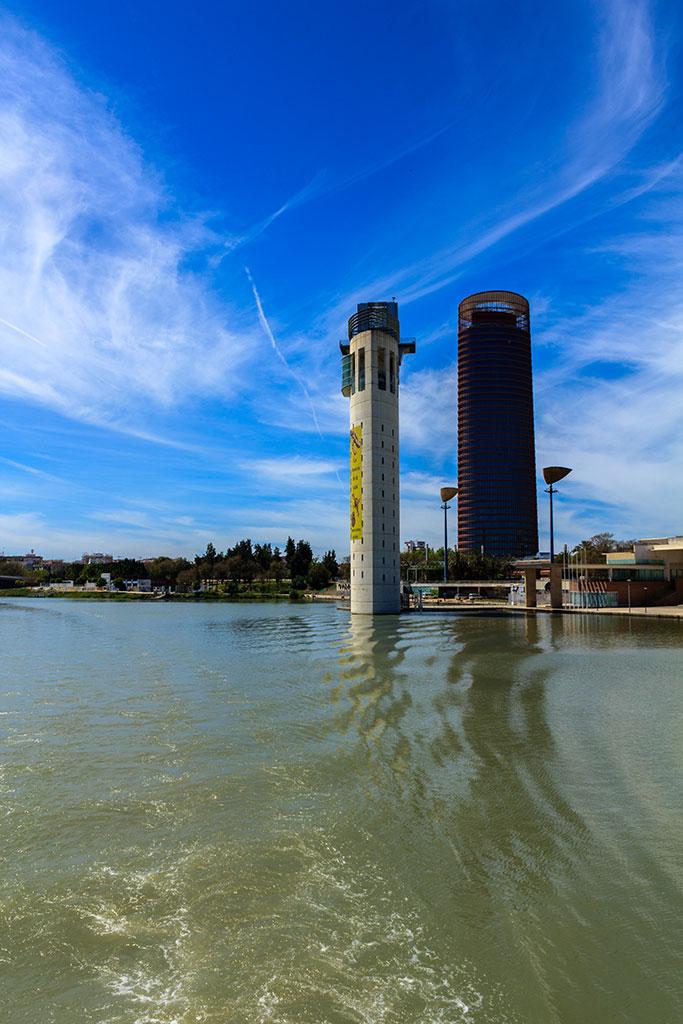 Torres Pelli y Schindler desde el río Guadalquivir