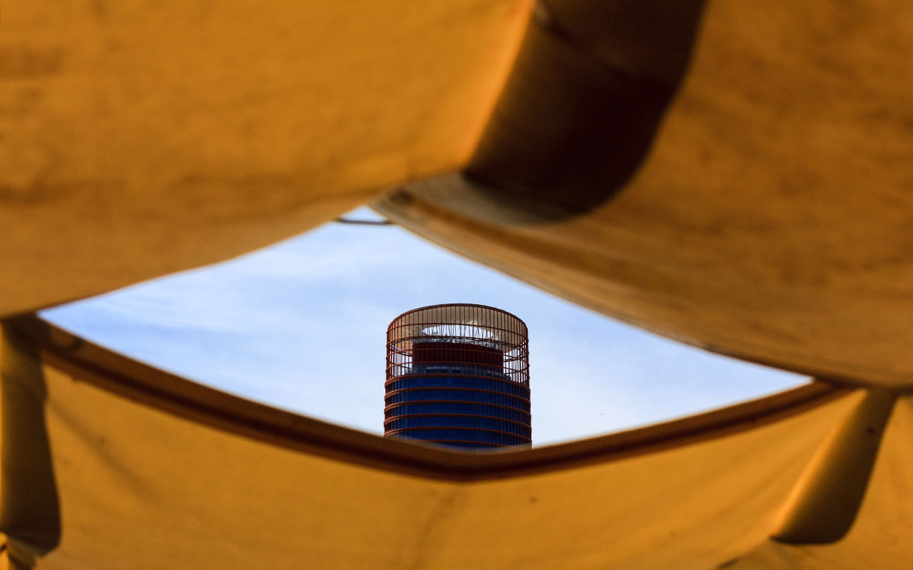 Torre Pelli o Cajasol desde el río Guadalquivir
