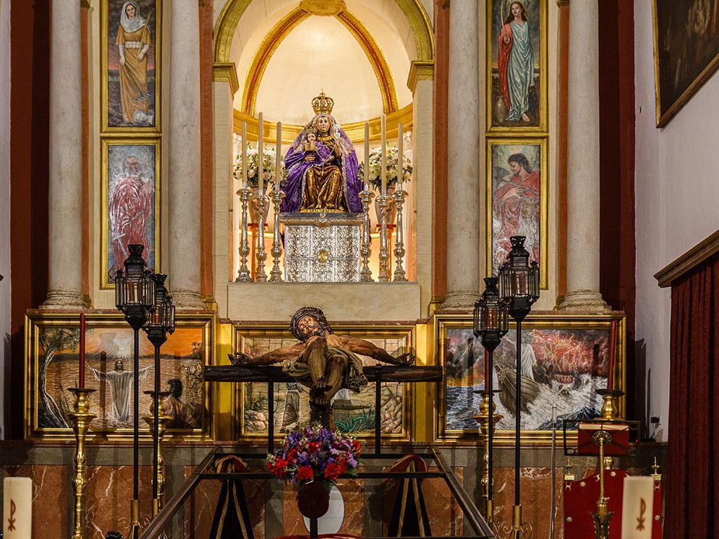 A los pies de la Madre. Cristo de la Sangre, San Benito, 2015 ©Flivillegas