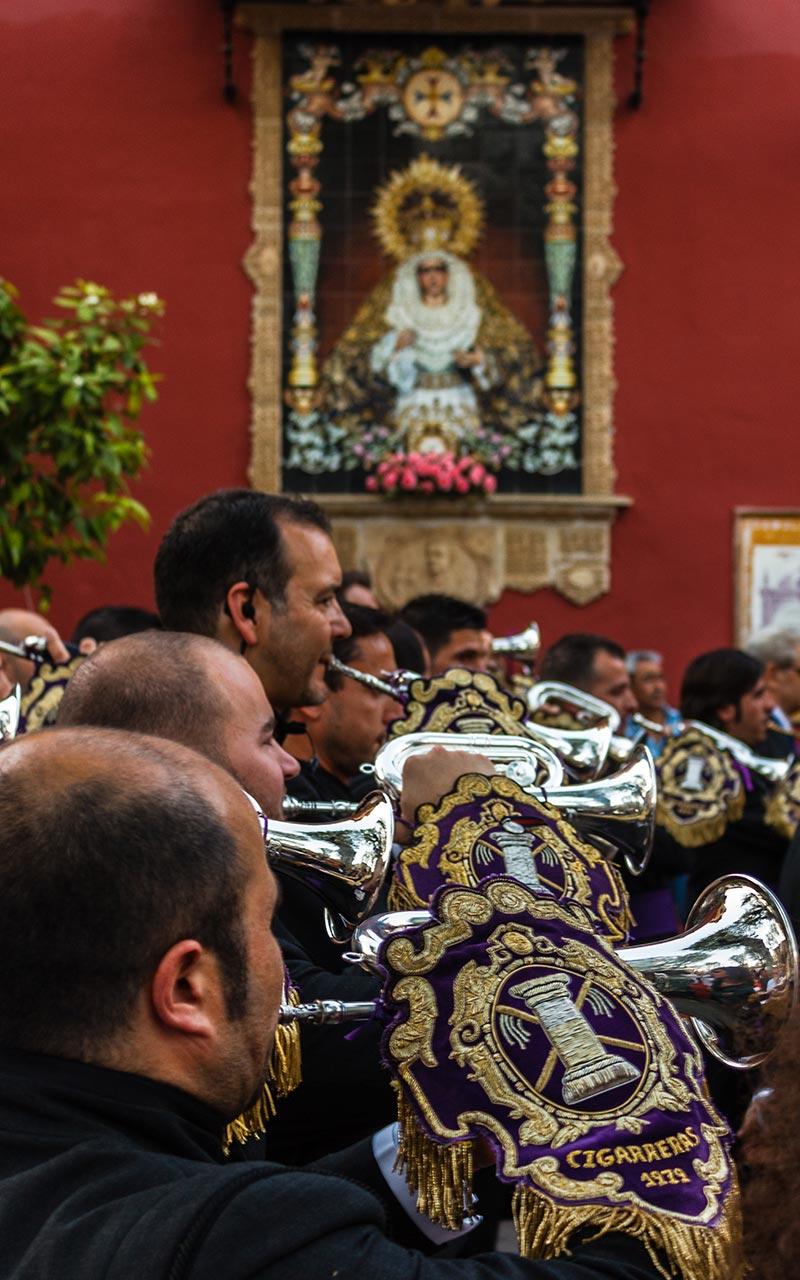 Músicos de Las Cigarreras en la salida de Nuestro Padre Jesús ante Anás de San Lorenzo, La Bofetá