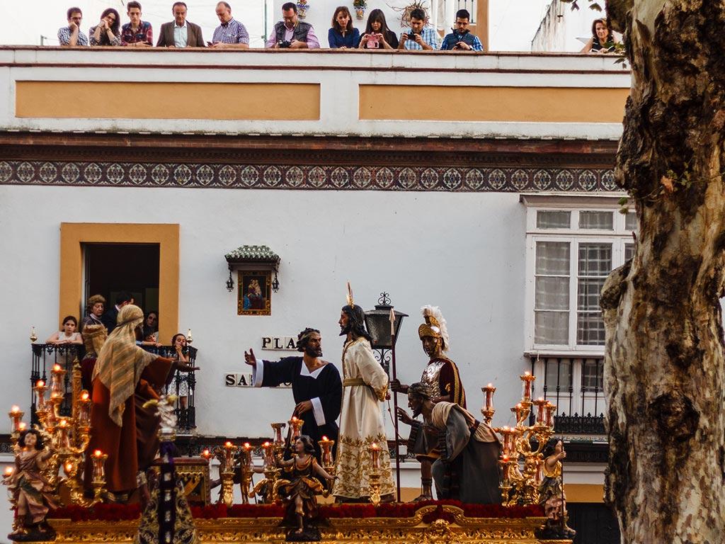 Paso de Nuestro Padre Jesús ante Anás, La Bofetá, en la Plaza de San Lorenzo