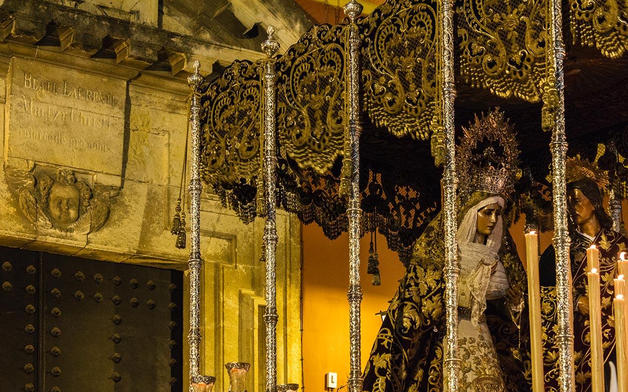María Santísima del Dulce Nombre tras salir de San Lorenzo