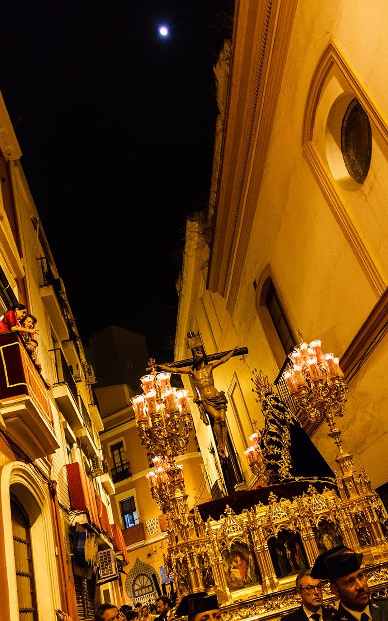 Paso del Cristo de las Misericordias por la calle Javier Lasso de la Vega