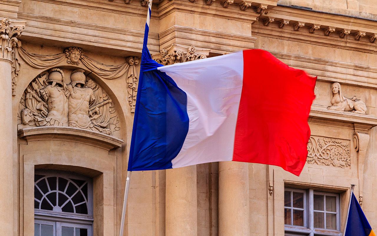 Bandera francesa en el Ayuntamiento de Arles