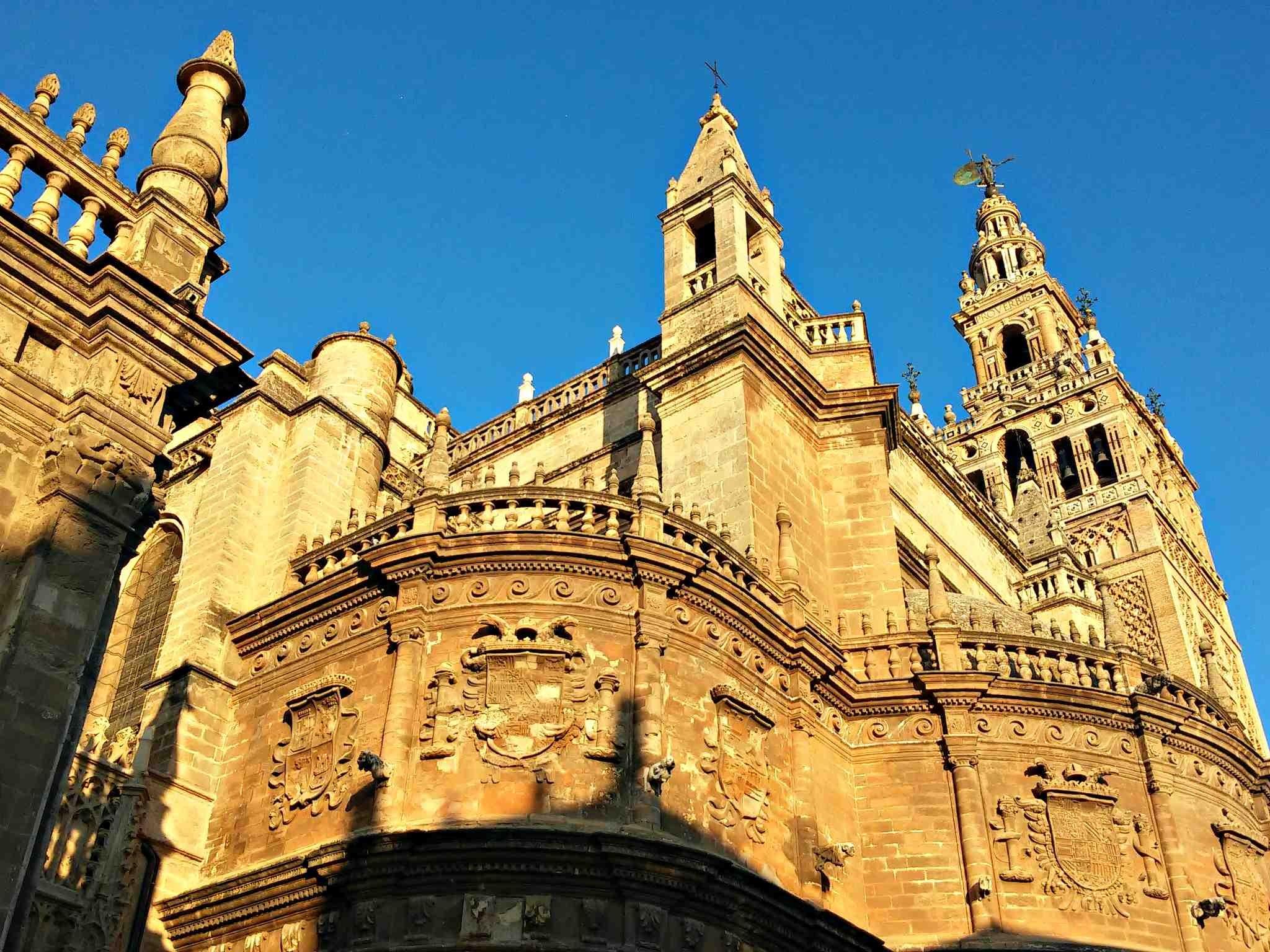Vista de la Catedral de Sevilla con la Giralda