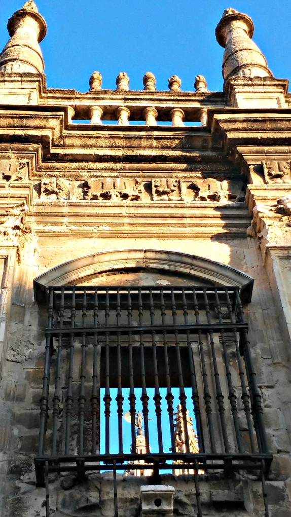 Ventana al Giraldillo. Catedral de Sevilla, 2015. Foto de móvil ©Flivillegas
