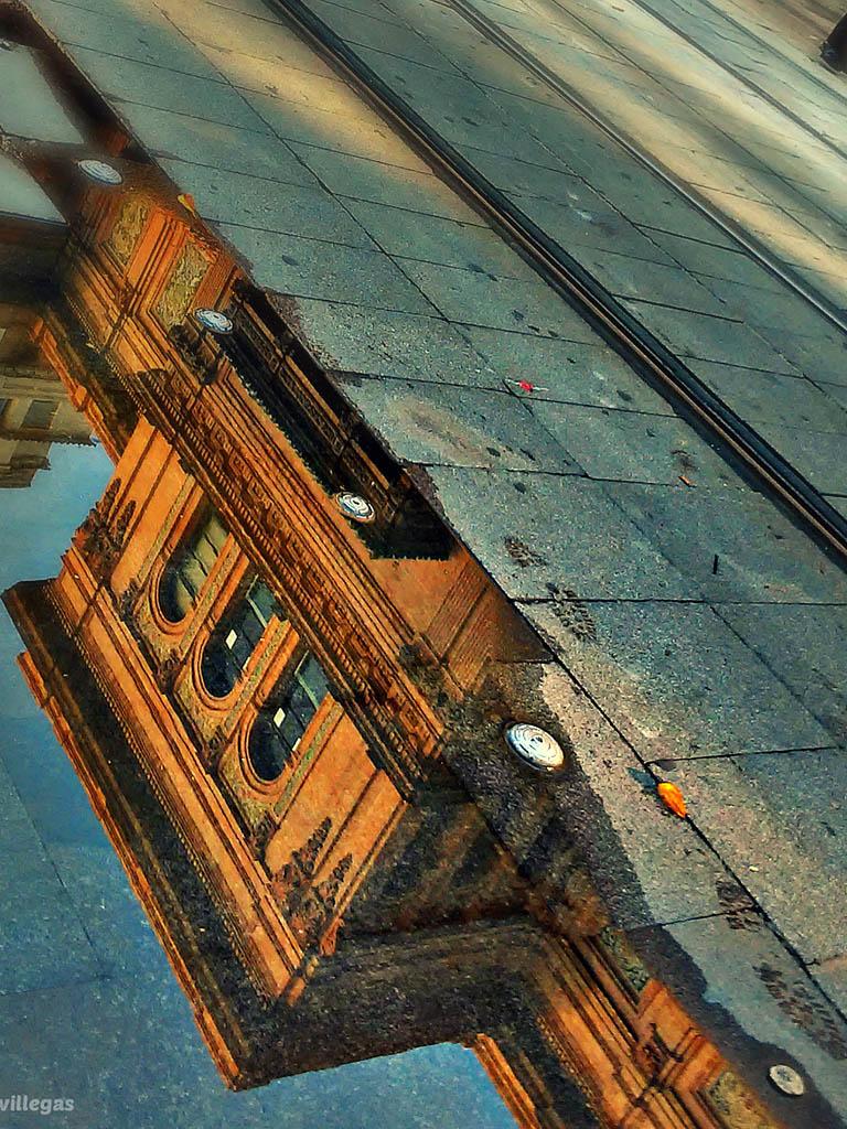 Pisadas en la Avenida. Sevilla, 2015. Foto de móvil ©Flivillegas