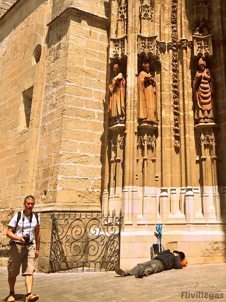 Pobre en la Catedral