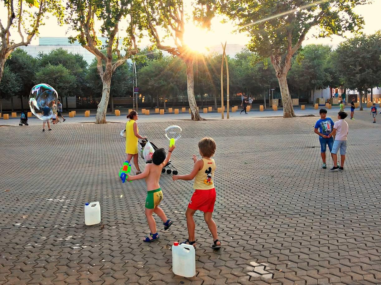 Pompas y vida en la Alameda y IV. Sevilla, 2015. Foto de móvil ©Flivillegas