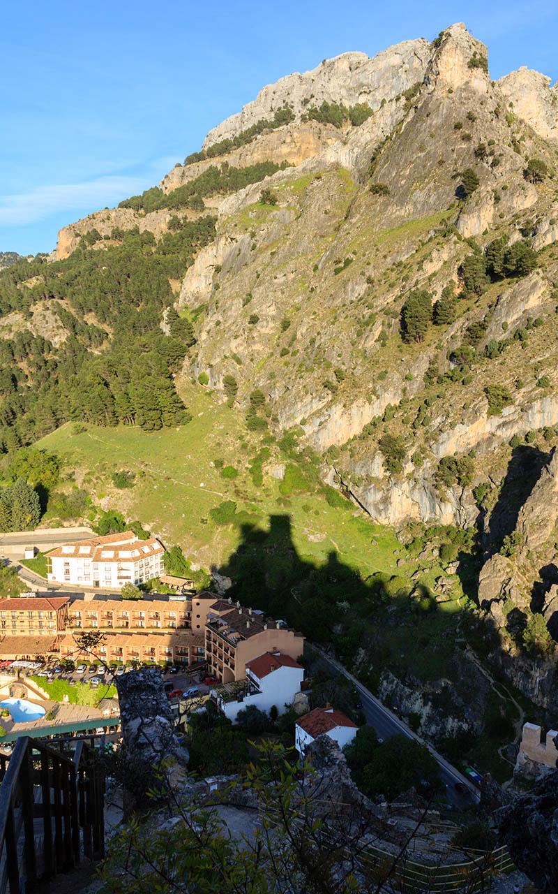 El urbanismo, la sombra y la montaña. La Iruela, 2015 ©Flivillegas