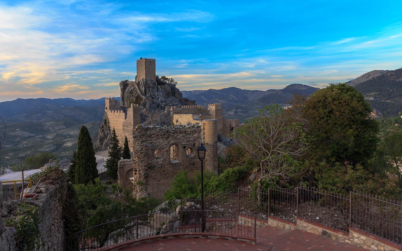 Atardecer de castillo y olivares. La Iruela, 2015 ©Flivillegas