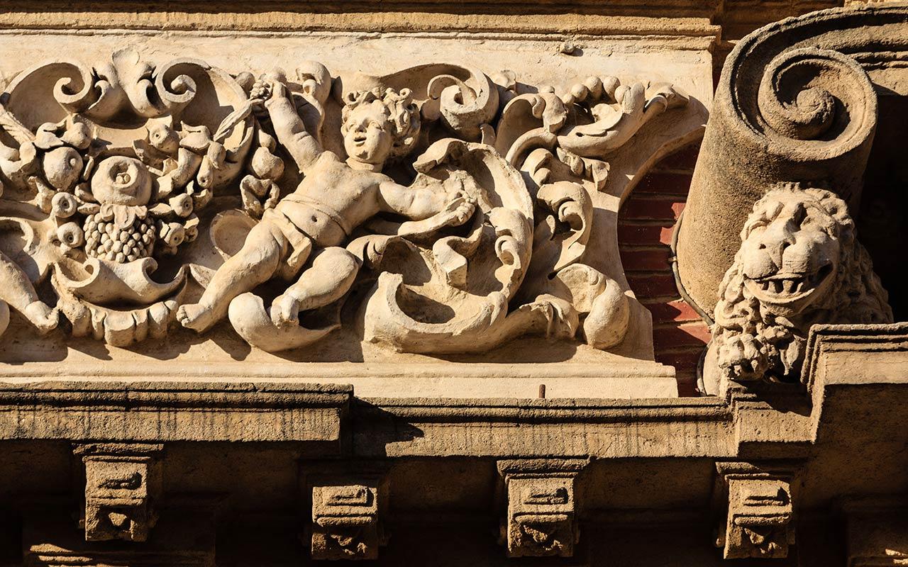 Detalle de la fachada de la iglesia de San Luis de los Franceses