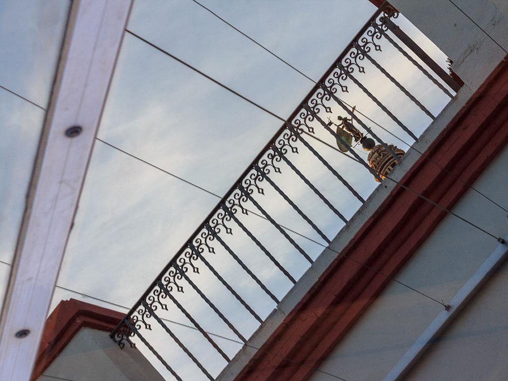 Giraldillo entre rejas. Sevilla, 2014 ©Flivillegas