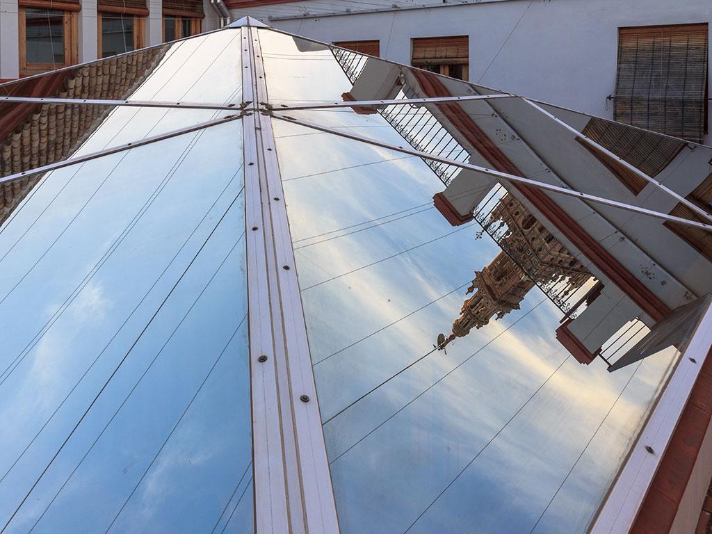 Montera con Giraldillo. Sevilla, 2014 ©Flivillegas