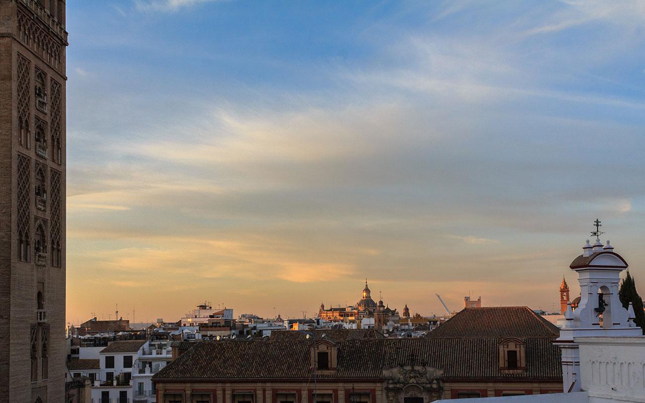 Giralda y Plaza Virgen de los Reyes