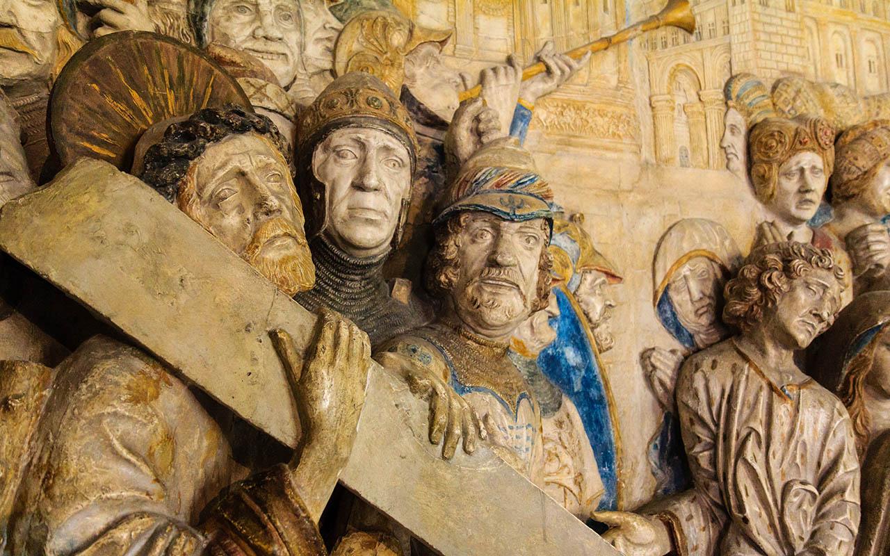 Escultura en el Palacio de los Papas de Avignon