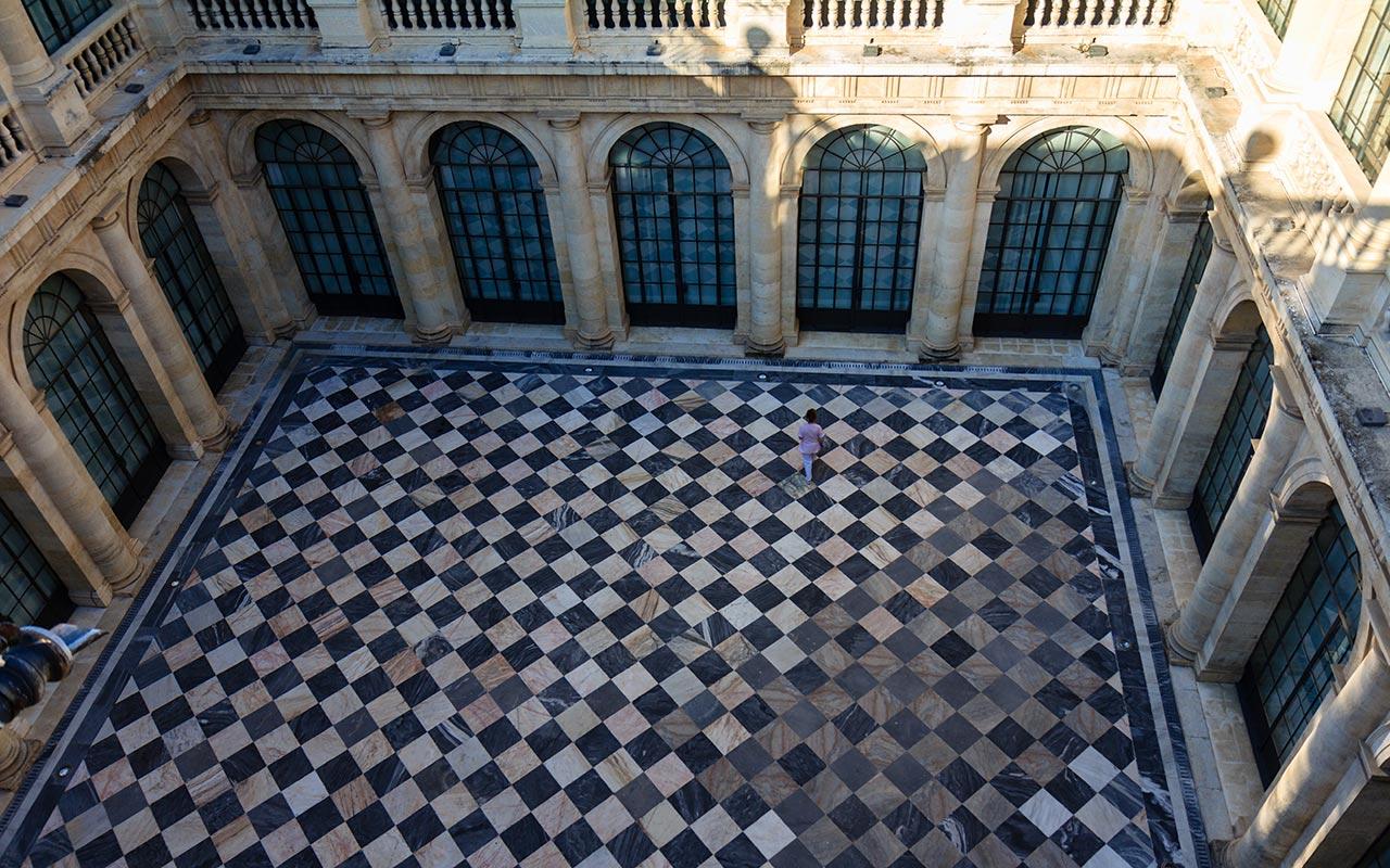 Un tablero de ajedrez monumental. Sevilla, 2012 ©Flivillegas