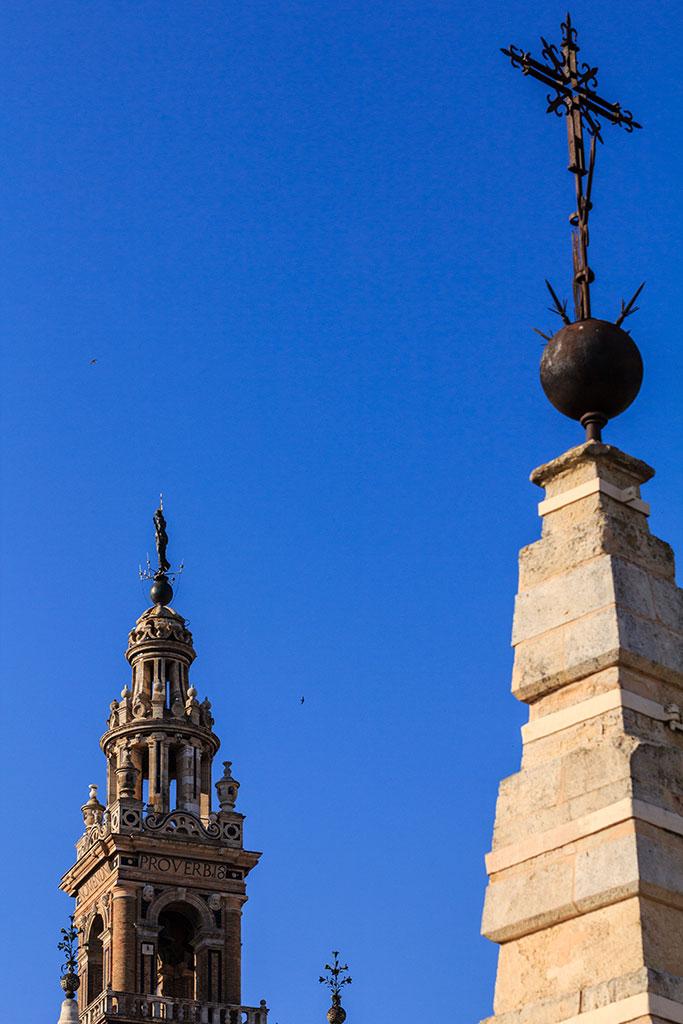 Pináculos centenarios. Sevilla, 2012 ©Flivillegas
