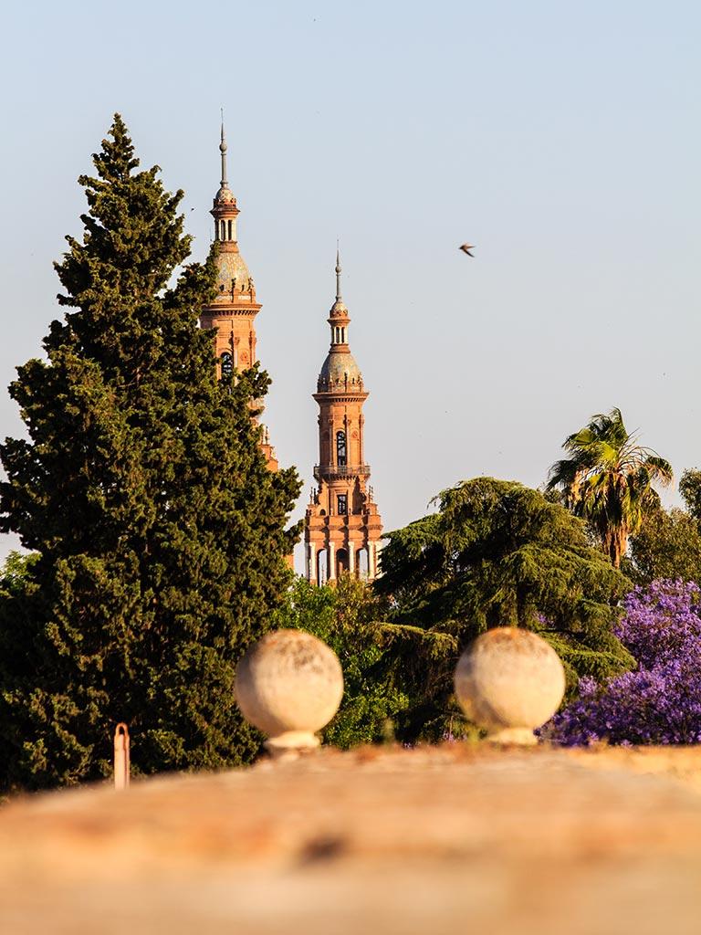 Torres de la Plaza de España desde el Archivo General de Indias