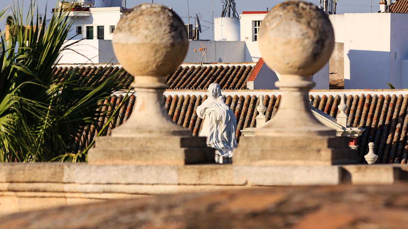 Monumento a la Inmaculada desde el Archivo General de Indias
