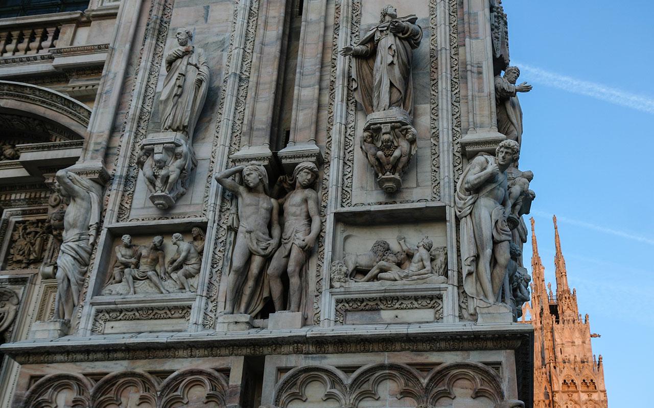 Diálogos escultóricos I en el Duomo ©Flivillegas