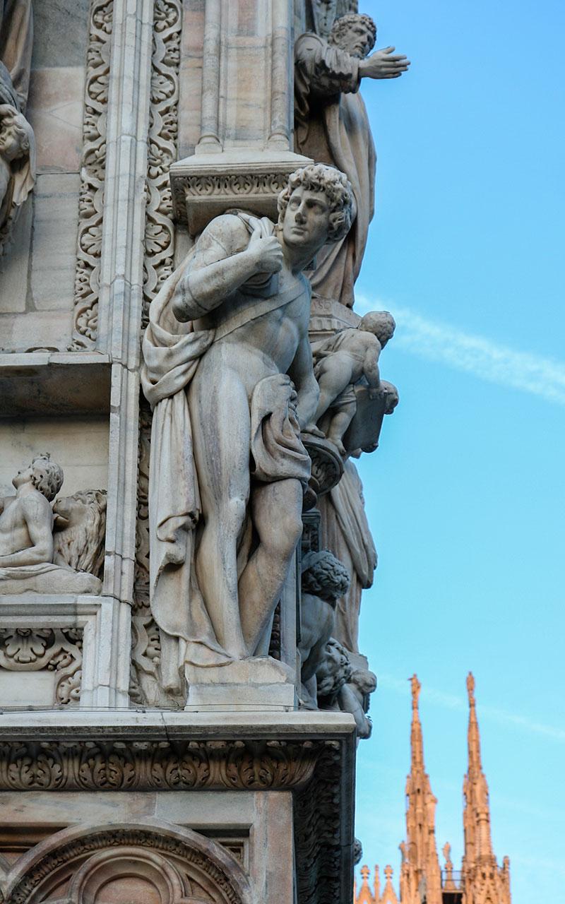 Diálogos escultóricos II en el Duomo ©Flivillegas
