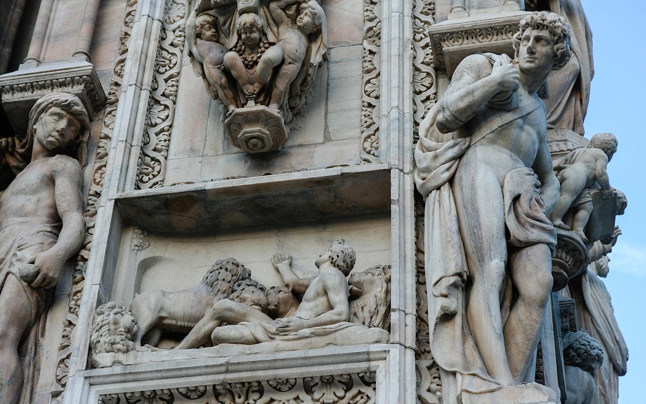 Diálogos escultóricos III en el Duomo ©Flivillegas