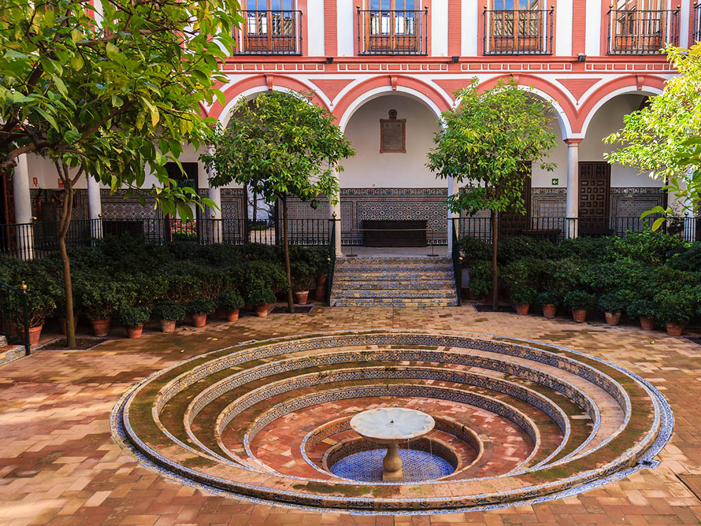 Patio de Los Venerables