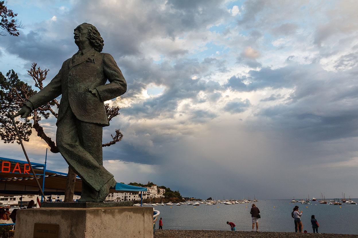 Dalí junto al mar. Cadaqués, 2013 ©Flivillegas