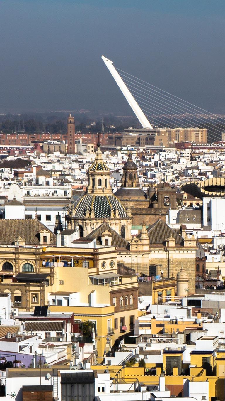 Vista de la ciudad hasta el Puente del Alamillo