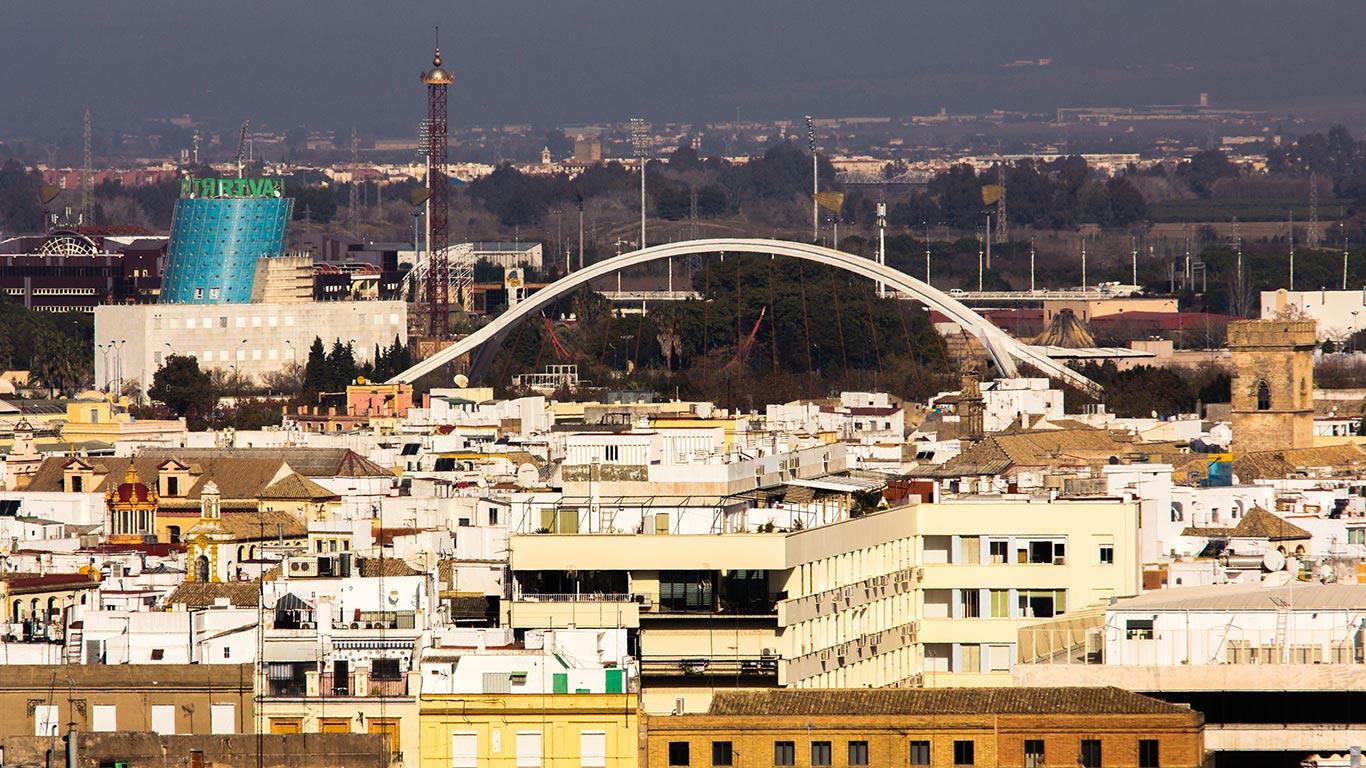 Pabellón de Andalucía y Puente de la Barqueta desde la Giralda