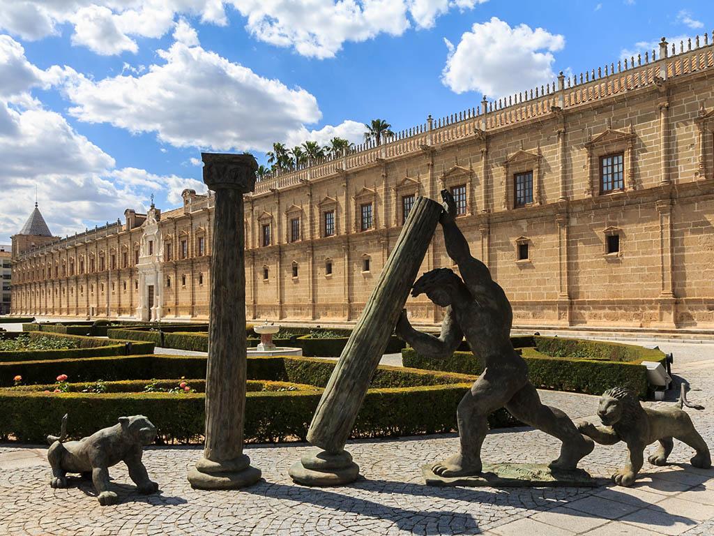 Monumento al escudo de Andalucía