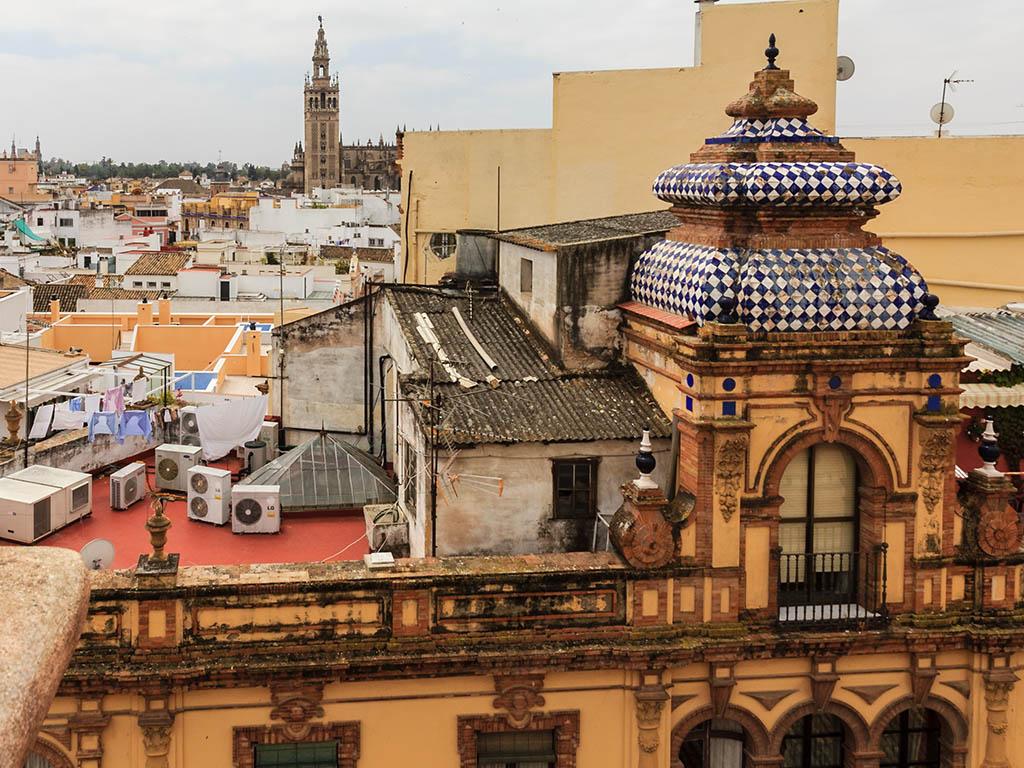 Giralda con ropa tendida. Sevilla, 2013 ©Flivillegas