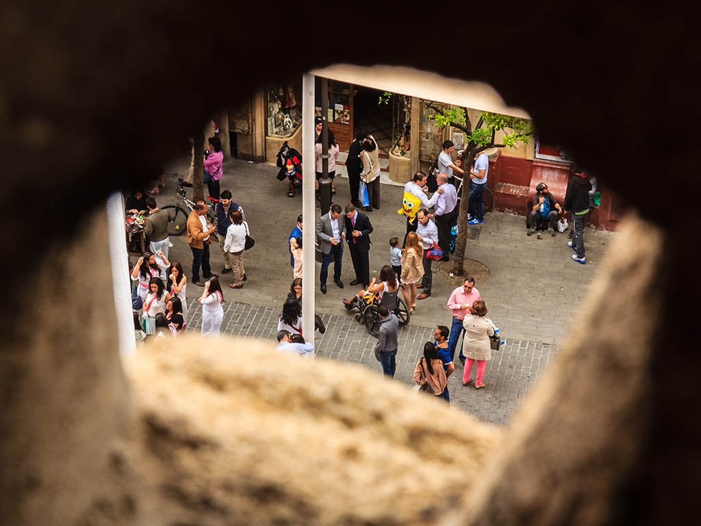 Gente en la Plaza del Salvador