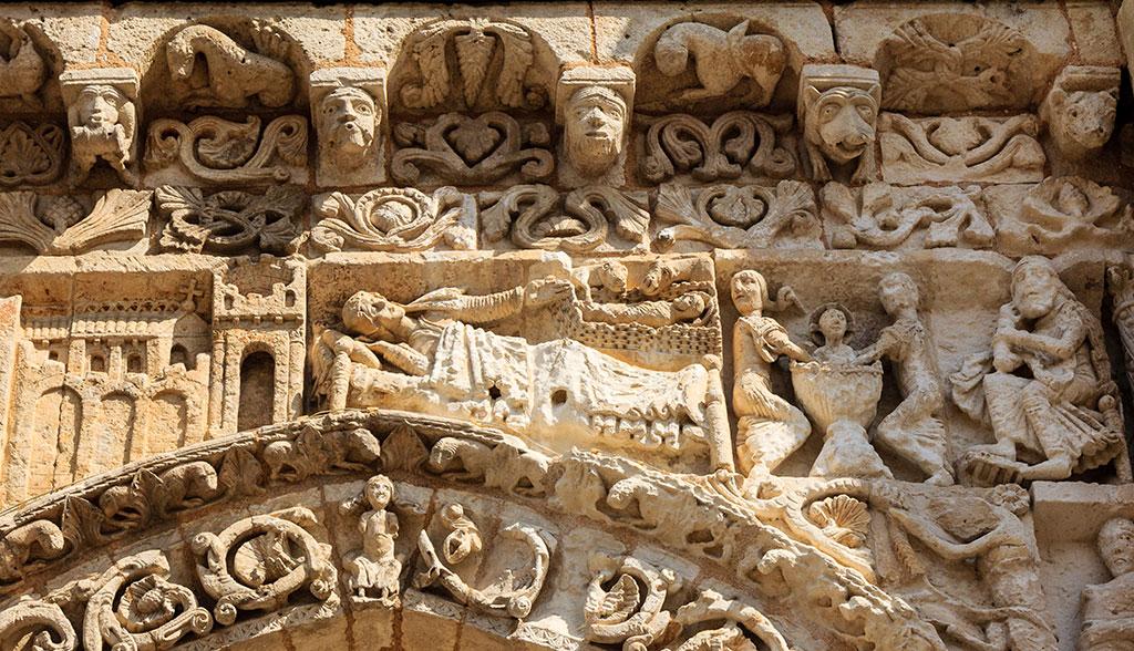 Detalle de la fachada de la Iglesia de Notre-Dame la Grande de Poitiers
